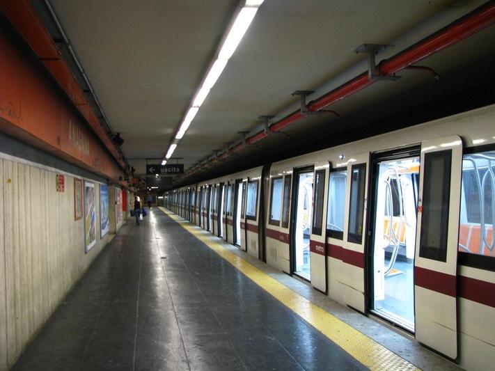 Riapre la metro A