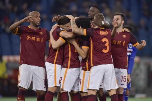 L'esultanza dei giocatori giallorossi dopo il gol di Perotti (fonte: http://www.pagineromaniste.com/)