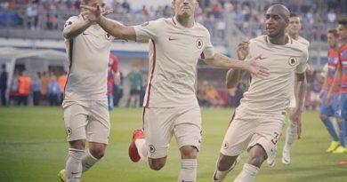 L'esultanza di Perotti dopo aver segnato il gol del momentaneo vantaggio
