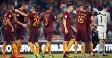 L'esultanza dei giocatori della Roma a fine partita